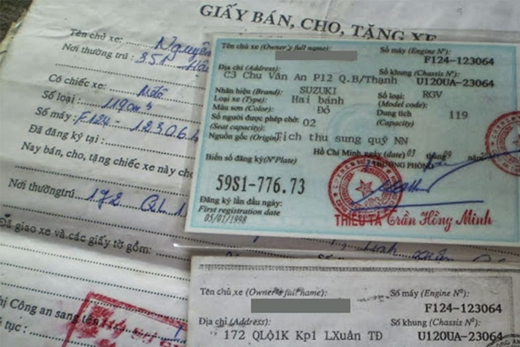 Kiểm tra giấy tờ xe để xác định nguồn gốc của xe máy cũ